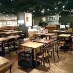 タベルナ トーキョー - タベルナ東京 虎杖製麺所 @銀座 広くカジュアルな店内