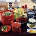 きたみち庵 - 天ぷら割子そば。