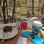 藤城清治美術館 - 料理写真:紙コップが 可愛いので  こちらに 煎れていただきました