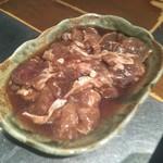 ジンギスカン羊羊亭 - 昔ながらの味付ラムロース肉  980円