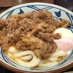 丸亀製麺 - 牛とろ玉うどん 690円。