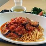 カフェふれんず - 料理写真:【2018年4月17日(火)】今週の週替わりパスタは『ナスとベーコンのトマトパスタ』