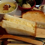 マリーズ ラム - 卵サラダサンド750円
