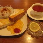 カフェ シュ シュ - 料理写真:モーニング トーストセット 450円 (2018.4)