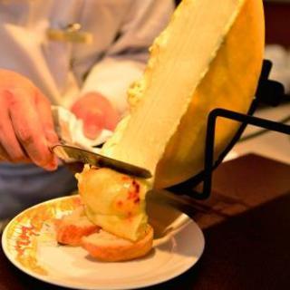 目の前でチーズをかけるLIVE感はインスタ映え間違いなし!