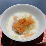 エクアトゥール - 新玉ねぎコンフィ、蛤、雲丹クリームスープ
