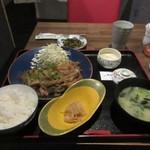 博多鯖郎 - 暫く待つと注文した生姜焼き定食750円の出来上がりです。