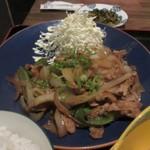 博多鯖郎 - メインの生姜焼きはキャベツも添えられボリュームたっぷりでした
