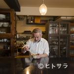 天ぷら割烹 なかじん - 「木・石・紙」をテーマに掲げる店内に、温かみのある空気が漂う
