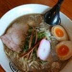 七星 - 煮干豚骨:750円