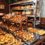 ル・ミトロン - パンの種類はとにかく豊富!通えば何かしら自分のお気に入りパンが見つかると思います。