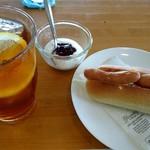 カフェ・ド・ビッケ - 料理写真:アイスティー(400円)のモーニング
