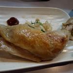 鶏王けいすけ - 取り皿で鶏ももチャーシューをゆっくり楽しめ!