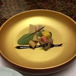 古屋旅館 - 木の芽のソースと梅バルサミコ酢風のソースで食べる筍・ミニ帆立の燻製・マンゴーのゼリー・独活・蓮根