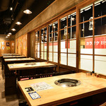 大衆 焼き肉ホルモン 大松 - 通常のテーブル席は4名席×8卓をご用意。
