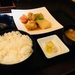 庄や - 本日のお魚定食800円(赤魚の煮付け)