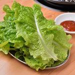 大衆 焼き肉ホルモン 大松 - チシャ(包み野菜)