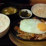 8452129 - 「韓国風スタミナ焼定食」(690円)