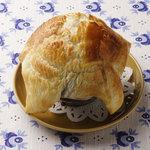 ペレストロイカ - ジャルコエつぼ焼きのパイ包み シチューをパイ生地で包みました。限定10食と貴重です!