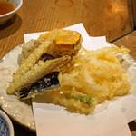 神馬 - 天ぷら 白魚、茄子、茗荷、蓮根、椎茸、薩摩芋、南瓜、ベビーコーン