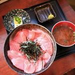 まぐろ太郎 - 料理写真:マグロ丼 750円
