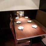 スコンター - テーブル席