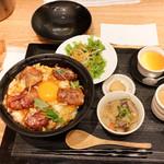 秋田比内地鶏生産責任者の店 本家あべや - サラダ、もつ煮、ガラスープ、いぶりがっこ、プリン