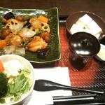 大戸屋 - 鶏と野菜の黒酢あん&手づくり豆腐~削りたて鰹本枯節付き~