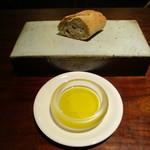 エニェ - パンとオリーブオイル