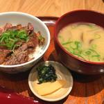 みのる食堂 - ステーキ丼ハーフ(2052円)