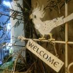 パーレンテッシ - 入口にいた鳥。