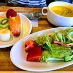Toresuefubishi - オムライスセットのサラダとスープ