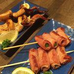 居酒屋ふくべ - 料理写真:イカ串焼きとアスパラベーコン