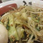 味噌蔵ふくべえ - ひき肉の下には、炒め野菜がたっぷり。 野菜の量は200gだそうです。
