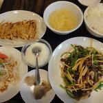 8455386 - 牛肉とピーマン炒めと棒々鶏と餃子定食