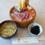ネプチューン - 料理写真:お勧めは、ネプチューン丼、所謂、ちらし寿司です。