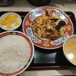 中華食堂 一番館 - 豚肉とキクラゲ&玉子炒め定食@600