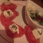酒屋敷ごっそ - 完熟トマトとクリームチーズのサラダ