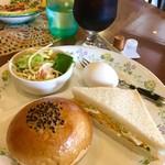 大喜 - 料理写真:アイスコーヒー¥400 Aモーニング(手作りパン2個/ゆで玉子/マカロニサラダ)