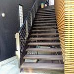 ブリランテ - この階段を上がります