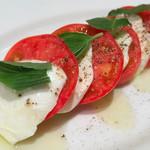 わいんやキッチン - フルーツトマトと水牛モッツァレラのカプレーゼ
