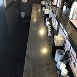 香氣 四川麺条  - 店内はカウンター席のみ