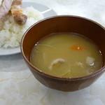 源氏食堂 - 定食の味噌汁はトン汁