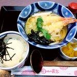 味の民芸 - 味の民芸 練馬氷川台店 海老天うどんとミニ丼セット 900円