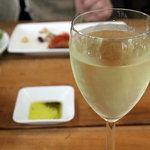 トラットリア ラ・ルーチェ - ワイン。なみなみと。<2011_06>