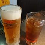 炭火焼肉ピカソ - 生ビール・ウーロン茶。