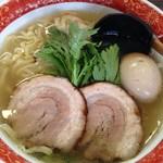 84562342 - 本丸塩らー麺¥850+醤油味玉¥100