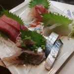 いろり - 料理写真:刺身盛り合わせ 750円