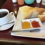 カフェレストラン人参 - トーストセット400円(税込)