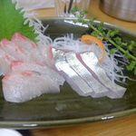 四ツ木製麺所 - シマアジ刺身